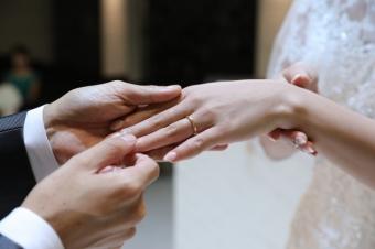 死者同士あるいは生者と死者の結婚を意味する冥婚は世界中で存在する
